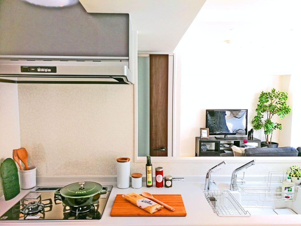 カウンターキッチンなのでリビングを眺めながらお料理ができます