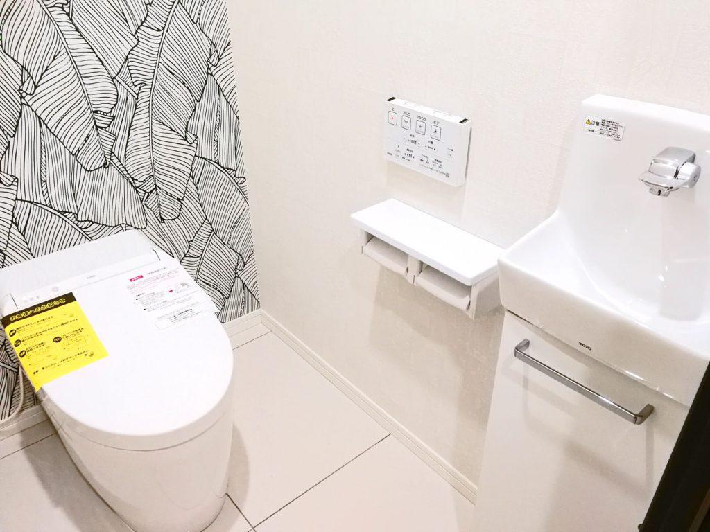 トイレの中には手洗い場があります